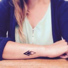 tatuajes sencillos para mujer triangular