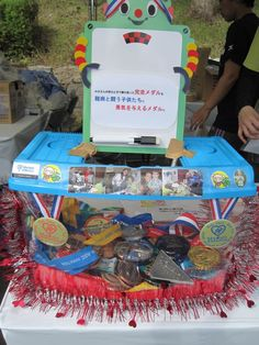 Medals4Mettle Japan - Over 300 finisher medals were gifted at the 2011 Osaka Ultra 100km May 21-23. Yoshiko Jo reports 130 + medals were collected the first day, including ten medals earned by blind runner Mr. Miyamoto, who completes races with his guide.