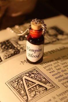 Glas Flasche Kette Vampir-Blut Halloween Schmuck von spacepearls