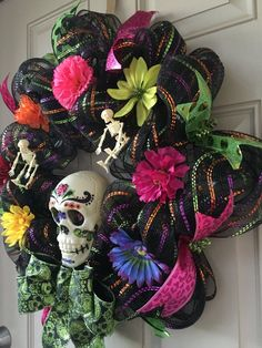 Halloween Mesh Wreaths, Diy Halloween Decorations, Deco Mesh Wreaths, Fall Wreaths, Fall Halloween, Halloween Crafts, Holiday Crafts, Day Of The Dead Diy, Horror Crafts