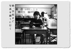 at school.朝、学校まで送るついでに教室で撮影。友だちもまばら、これから校庭でサッカーをやるらしい。
