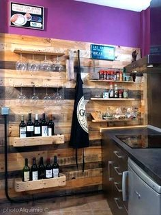 home bar ideas on a bud – mrmemory Old Pallets, Recycled Pallets, Wooden Pallets, Bar Furniture, Pallet Furniture, Furniture Plans, Furniture Buyers, System Furniture, Pallet Walls
