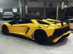 The Lamborghini Huracan was debuted at the 2014 Geneva Motor Show and went into production in the same year. The car Lamborghini's replacement to the Gallardo. Super Sport Cars, Cool Sports Cars, Super Cars, Lamborghini Aventador Roadster, Sexy Cars, Hot Cars, Luxury Cars, Luxury Vehicle, Car Vehicle