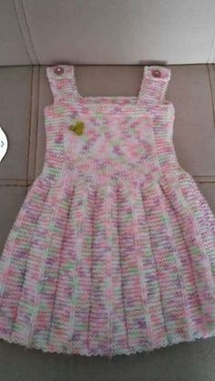 Pile skirt made easy gilet recipe. 2 3 Jahre alt Pile skirt made easy gilet recipe. 2 3 years old - Girls Knitted Dress, Knit Baby Dress, Knitted Baby Clothes, Crochet Girls, Crochet Clothes, Crochet Baby, Free Crochet, Knitting For Kids, Baby Knitting Patterns