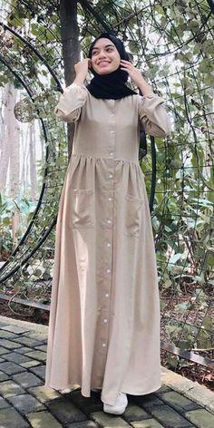 Abaya Fashion, Muslim Fashion, Women's Fashion Dresses, Hijab Style Dress, Chic Dress, Stylish Hijab, Muslim Dress, Designs For Dresses, Mode Hijab