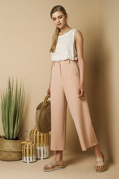 Tailored wide leg trousers in pastel colors.