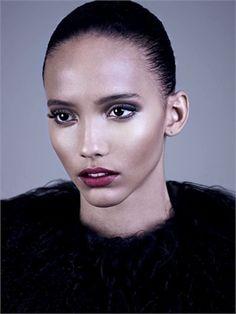 cora emmanuel vogue it afrikanische models indische modelle zuruckgegeltes haar schwarze