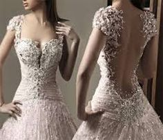 Resultado de imagem para vestidos de noiva em evase dourado