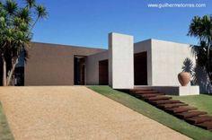 Residencia minimalista de una planta en Brasil