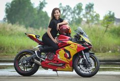 Ducati 959 Panigale phien ban Iron man cua nu biker 9X Sai Thanh - 12 Motorbike Girl, Motorcycle Bike, Lady Biker, Biker Girl, Custom Sport Bikes, Rockabilly Cars, Speed Bike, Hot Bikes, Super Bikes