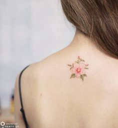 Delicate Floral Tattoo Designs by Tattooist Silo – TattooBloq Tropical Flower Tattoos, Colorful Flower Tattoo, Rose Tattoos, Body Art Tattoos, Small Tattoos, Floral Tattoo Design, Flower Tattoo Designs, Flower Neck Tattoo, Simple Poppy Tattoo