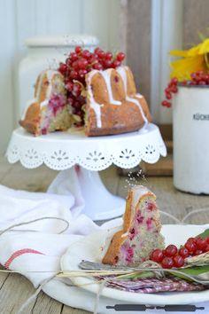 ABOUT VERENA : Roter Johannisbeer Gugelhupf mit Creme Fraiche Glasur / Red Currant Bundt Cake with Creme Fraiche Glaze