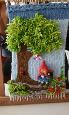 Little red riding hood Pin Weaving, Weaving Art, Loom Weaving, Tapestry Weaving, Flower Festival, Decorative Wall Panels, Rug Hooking, Loom Knitting, Crochet Dolls