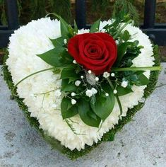 Good Photos simple Funeral Flowers Ideas Whether or not you are arranging and also going to, funerals are invariably a sorrowful and occasionally deman. Valentine Flower Arrangements, Funeral Floral Arrangements, Valentines Flowers, Beautiful Flower Arrangements, Beautiful Flowers, Rose Arrangements, Grave Flowers, Cemetery Flowers, Funeral Flowers