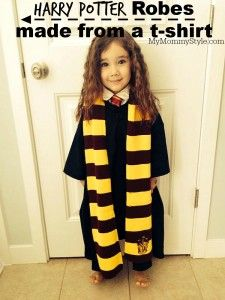 Make your own Harry Potter robes from a t-shirt. So easy and fun for dress ups or an easy Halloween costume. Toddler Harry Potter Costume, Harry Potter Dress Up, Harry Potter Robes, Harry Potter Cosplay, Harry Potter Outfits, Toddler Halloween Costumes, Harry Potter Diy, Harry Potter Characters, Hermione Granger Costume