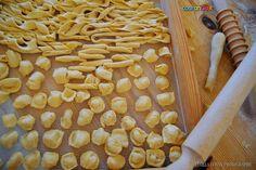 Come da tradizione salentina, la domenica prepariamo la pasta fatta in casa! Buon appetito da #touranGo!