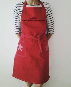 Stelle e striscie per il grembiule in jeans rosso. http://elbichofeo.blogspot.com