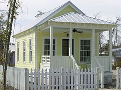 yellow Katrina cottage. I want one of these.