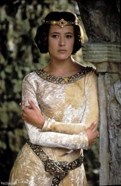I've got medieval dress on the brain. Sophie Marceau as Princess Isabelle in Braveheart. Love her hair especially. Medieval Costume, Medieval Dress, Medieval Fashion, Medieval Clothing, Sophie Marceau, Historical Costume, Historical Clothing, Robes Disney, Period Outfit