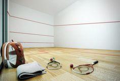 Solte suas feras! A quadra de squash é o lugar certo para descarregar as tensões do dia a dia. Sozinho ou em dupla, marque pontos para o seu bem viver!