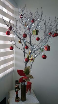 209 Christmas Decoration 2017 Frozen Trends 2019 Check more at www. Christmas Decorations 2017, Christmas Vases, Large Christmas Baubles, Easy Christmas Crafts, Outdoor Christmas, Simple Christmas, Christmas Wreaths, Christmas Room, Christmas Pillow