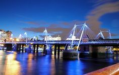 Golden Jubilee Bridges in London: Two pedestrian bridges along both sides of the Hungerford Bridge. They provide wonderful views of some of the major sights in the city. Detailed information https://www.tripomatic.com/United-Kingdom/Greater-London/London/Hungerford-Bridge/