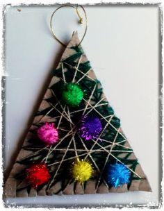 παιχνιδοκαμώματα στου νηπ/γειου τα δρώμενα: με χαρτοκούτια και μαλλί πλεξίματος .... δεντράκια χριστουγεννιάτικα !!!