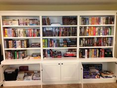 Love the closed cabinets at the bottom. Not enough shelving solutions have them.