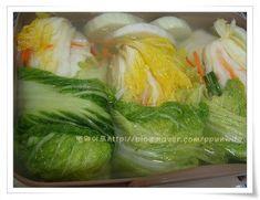아삭아삭 시원한 국물~~명품 백김치 요리재료 채소류 상황 : 밑반찬 재료 : 채소류 방법 : 절이기 요리팁 ... Korean Dishes, Korean Food, Kimchi, K Food, Asian Recipes, Ethnic Recipes, Food Plating, No Cook Meals, Fresh Rolls