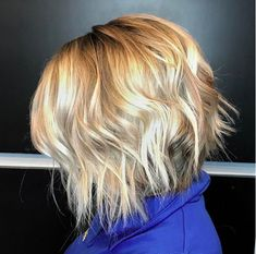 The Most Popular Haircuts Around the Country Whether you& scoping out fresh haircut ideas or curious to see the new styles on the rise,. Popular Haircuts For Women, Bob Haircuts For Women, Popular Hairstyles, Cool Haircuts, Bob Hairstyles, Medium Haircuts, Shattered Bob, Curly Hair Styles, Natural Hair Styles