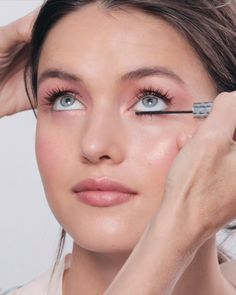 Inspiration for a Romantic Wedding Look — Hair, Makeup & Style Inspriation Ces sourcils naturels, Romantic Makeup, Natural Wedding Makeup, Natural Makeup Looks, Simple Makeup, Natural Hair, Natural Brows, Gorgeous Makeup, No Makeup Looks, No Make Up Makeup