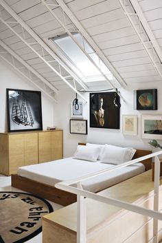 A more complete look at this amazing loft home. Delfin & Postigo house welcomes 2010. #loft #design #smallspaces