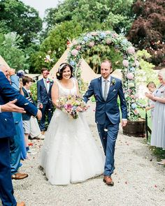 We had the best time at Jo and Lewis' wedding this summer. They were married under the flower arch and celebrated in a tipi... more on my blog!  #trosyrafon #trosyrafonwedding #angleseywedding #weddinginwales #outdoorwedding #wales #anglesey #flowerarch #confetti