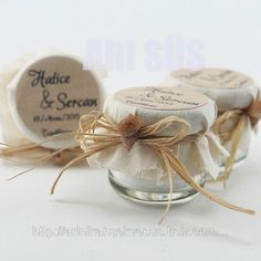 what is wedding favors Wedding Favour Jars, Honey Wedding Favors, Wedding Candy, Wedding Gifts, Little Presents, Little Gifts, Boho Baby Shower, Mason Jar Gifts, Diy Candles