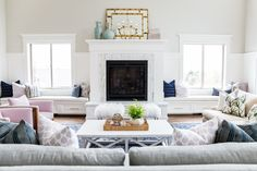 Neutral living room with pops of color: http://www.stylemepretty.com/living/2016/05/10/master-the-perfect-touch-of-gold-like-this-design-pro/ | Photography: Lindsay Salazar Photography - http://www.lindsaysalazar.com/