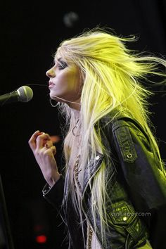 Taylor Momsen always has amazing hair