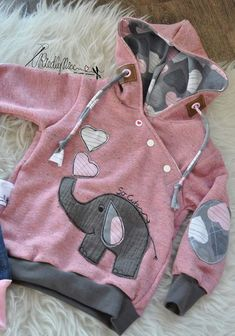 Kids Clothing from: RiedlyNice (Diy Baby Dress) Kids ClothingSource : von: RiedlyNice (Diy Baby Dress) by Little Girl Fashion, Baby Boy Fashion, Kids Fashion, Sewing For Kids, Baby Sewing, Hoodies For Teens, Vêtement Harris Tweed, Cute Baby Clothes, Handmade Clothes