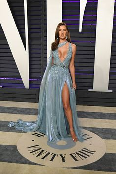 Alessandra Ambrosio attends 2019 Vanity Fair Oscar Party Hosted By... News Photo - Getty Images Sexy Dresses, Stylish Dresses, Elegant Dresses, Dresses For Work, Alessandra Ambrosio, Winnie Harlow, Actrices Hollywood, Vanity Fair Oscar Party, Luxury Dress