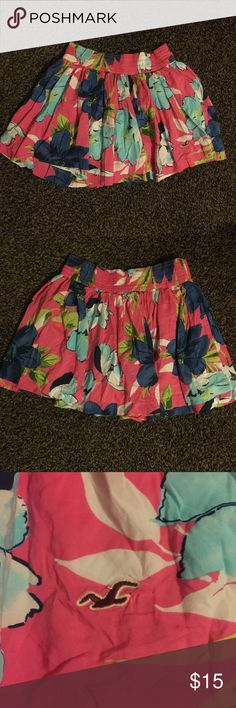 Hollister size S floral skirt Hollister size S floral skirt Hollister Skirts