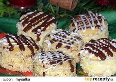Medové dortíčky s piškotem recept - TopRecepty.cz Slovak Recipes, Czech Recipes, Russian Recipes, Baking Recipes, Cake Recipes, Dessert Recipes, Desserts, Christmas Cookies, Cheesecake