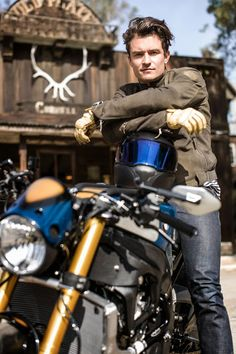 """BMW Motorrad and Orlando Bloom present the BMW S 1000 R Custom. Michael """"Woolie"""" Woolaway from Deus Ex Machina turns Orlando Bloom's vision of a custom bike into reality. Deus Ex Machina, Custom Bmw, Bobber Custom, Custom Bikes, R Cafe, Moto Cafe, Bmw Cafe Racer, Cafe Racers, Gq"""