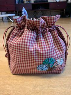 퀼트 버킷백,복주머니백 만들기 : 네이버 블로그 Diaper Bag, Lunch Box, Crafts, Bags, Craft Ideas, Handbags, Manualidades, Diaper Bags, Mothers Bag