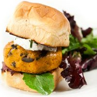 Roasted Red Pepper Chickpea Burgers With Lemon-Herb Sauce #MeatlessMonday
