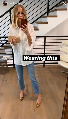 White Shirt And Blue Jeans, White Shirt Outfits, Mode Outfits, Casual Outfits, Fashion Outfits, Parisian Chic Style, Mode Simple, Mode Chic, Business Outfits
