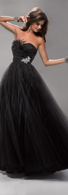 Flirt Haute Couture I really should make more money so I can wear these beautiful gowns someplace! Black Wedding Dresses, Elegant Dresses, Pretty Dresses, Vestido Strapless, Strapless Dress Formal, Evening Dresses, Prom Dresses, Formal Dresses, Dress Prom