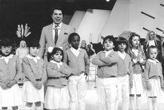 1987   No aniversário do SBT, Silvio Santos recebeu a visita do elenco infantil da novela CARROSSEL - que enfrentou a novela O DONO DO MUNDO, de Gilberto Braga, e conseguiu otimos pontinhos no ibope