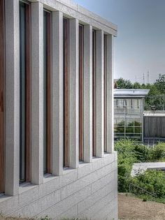 Museum of Modern Literature, Marbach am Neckar, Germany_David Chipperfield Architects/ photo frank formsache Classical Architecture, Facade Architecture, Contemporary Architecture, David Chipperfield Architecture, Building Museum, Small Buildings, Famous Architects, Facade Design, White Houses