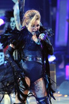 "Miley Cyrus ""Can't Be Tamed."" Live"