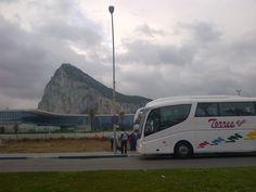 Autobus de viaje con turistas Irlandeses en Gibraltar