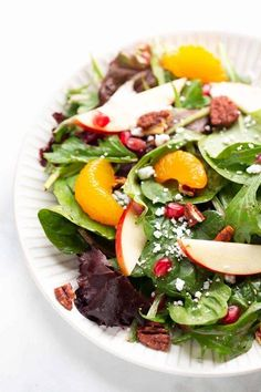 Holiday Apple Pecan Salad with Cranberry Vinaigrette! A gorgeous green salad that's perfect for the holidays! #salad #thanksgiving